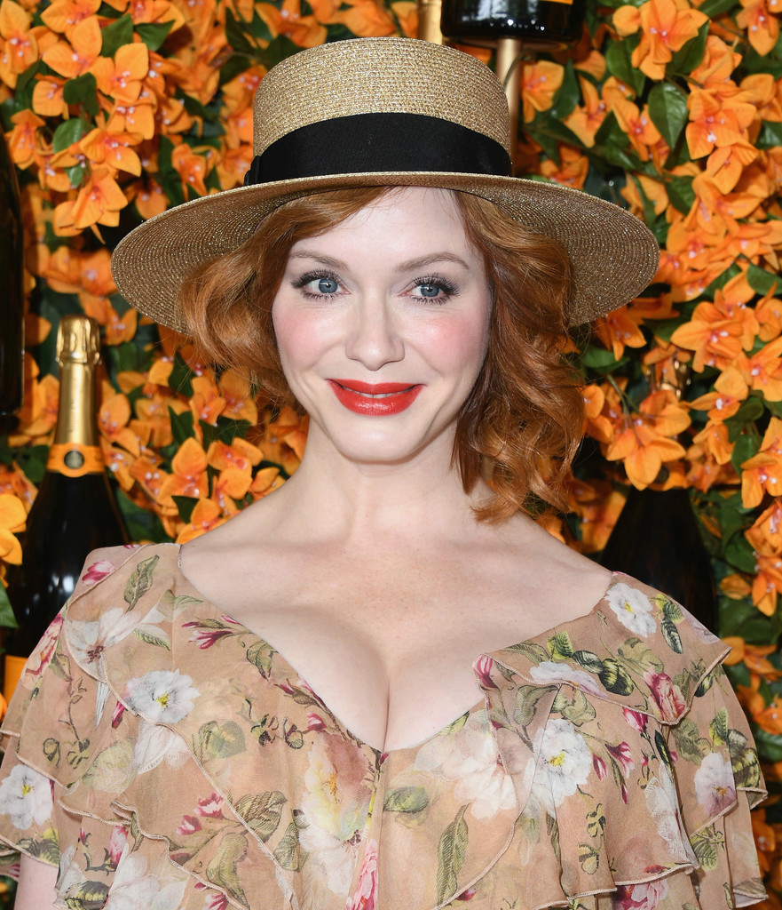 84331094_christina-hendricks-9th-annual-veuve-clicquot-v-_nft21hfzx.jpg