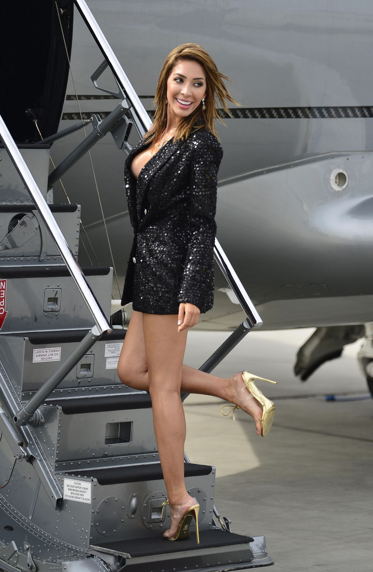 84467033_farrah-abraham-at-van-nuys-private-airstrip-10.jpg