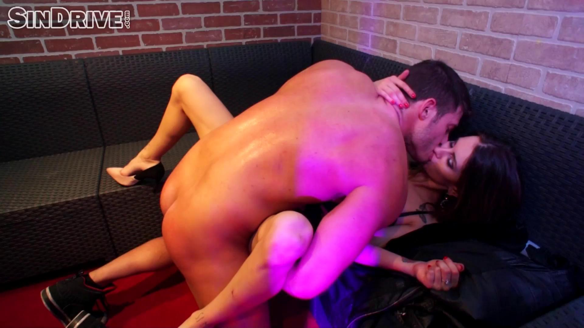 Ass Eating Man Dines On Sexy Brunette