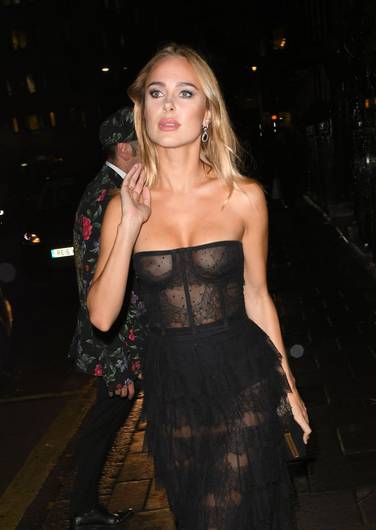 85064051_kimberley-garner-in-london-20181011-4.jpg