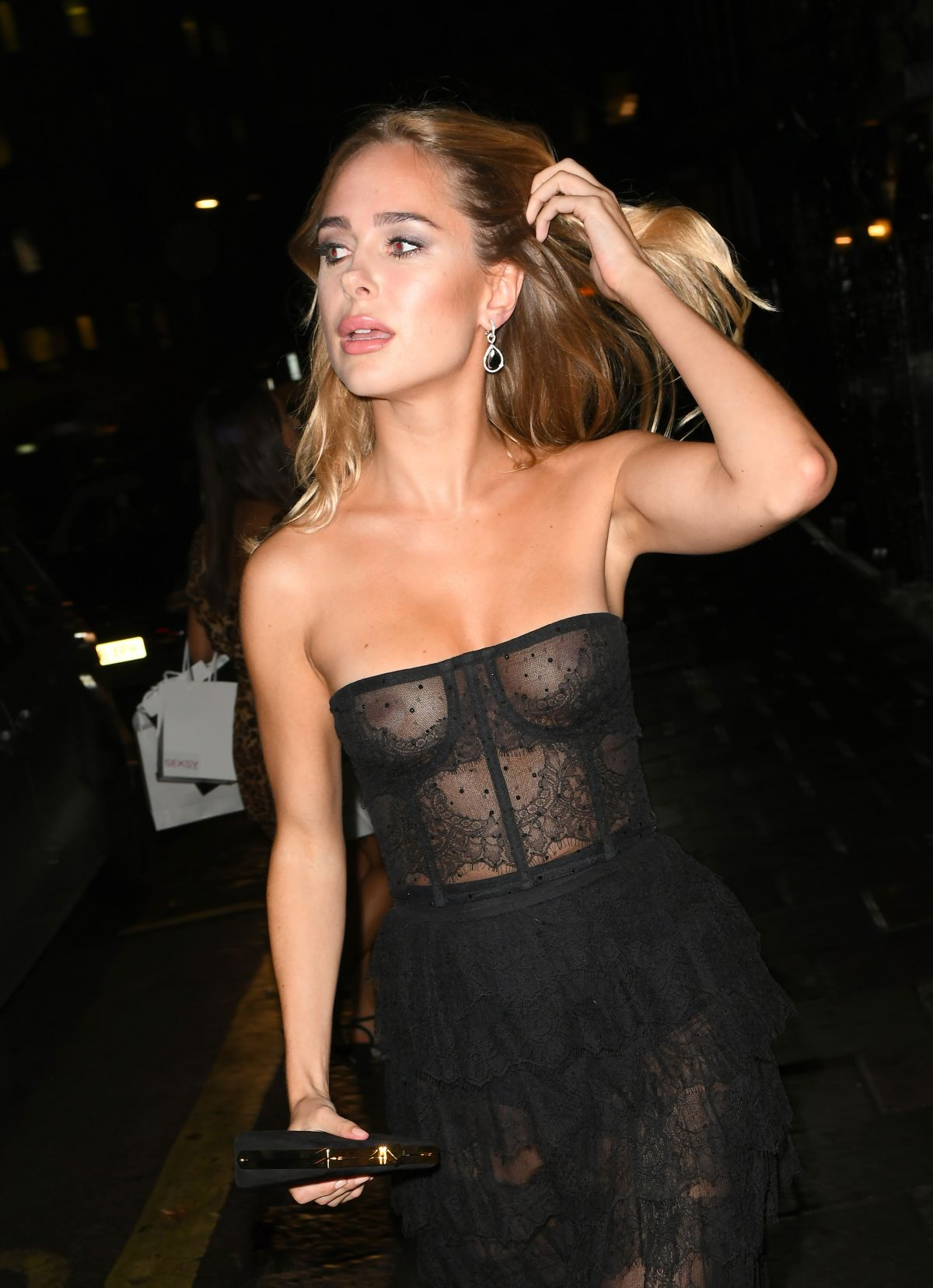 85064053_kimberley-garner-in-london-20181011-5.jpg